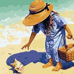 Девочка с ракушками у моря - G019